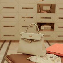 Hermès(爱马仕)Kelly 凯莉包 羊毛白 银扣 swift皮 25cm